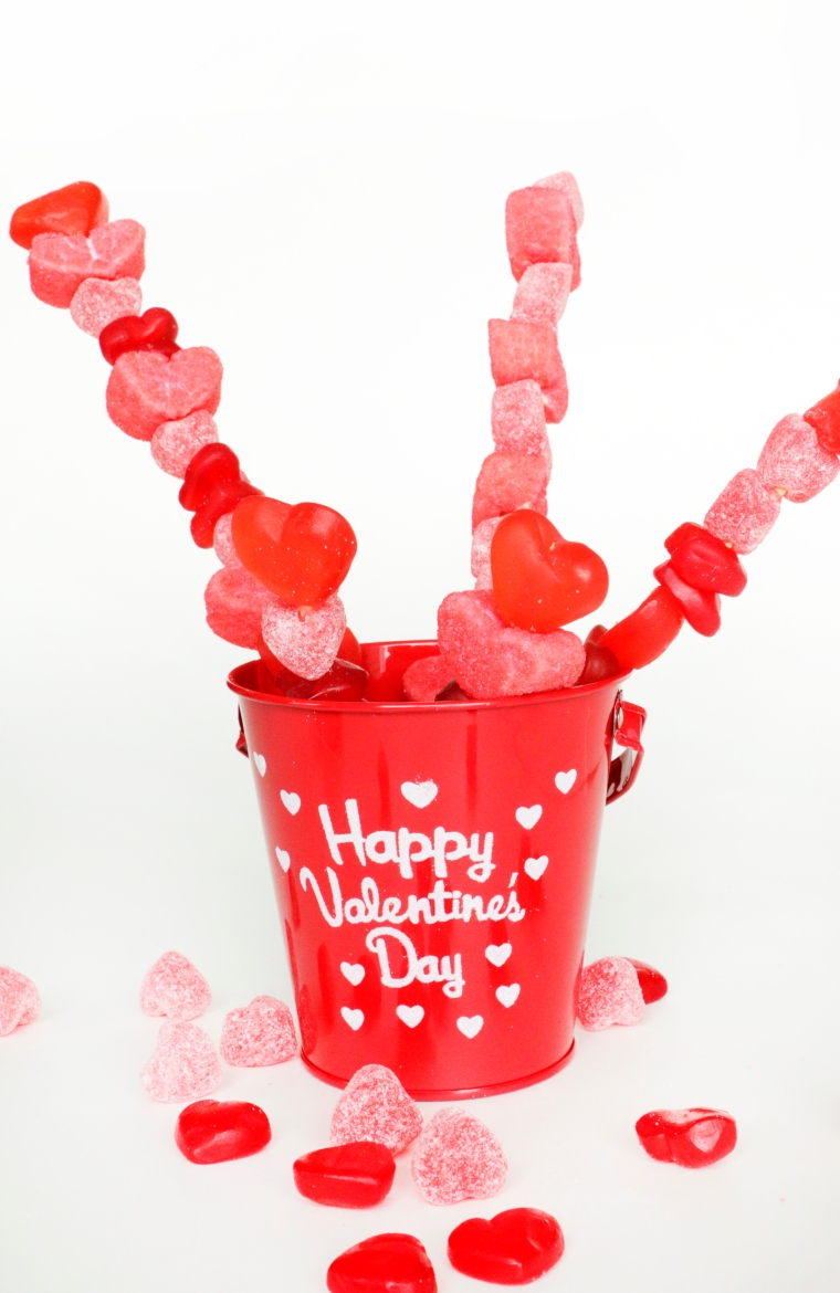 Valentine's Candy Skewers on theothersideofnat.com